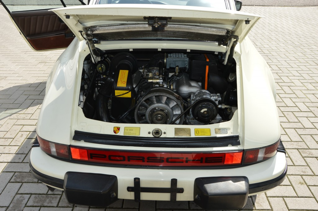 Porsche 911 Carrera 3.2 Sunroof coupe Matchingnumbers