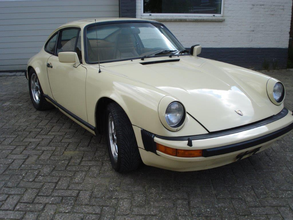 Porsche 911  3.0 SC Sunroof coupe